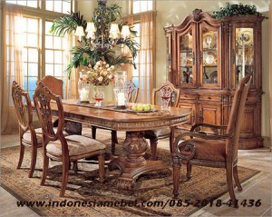 Kursi Makan Royal Set IM158