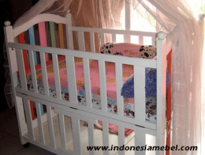 Tempat Tidur Bayi Minimalis IM175